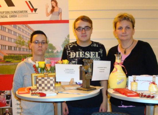 Azubis von der Berufsbildungswerk Stendal GmbH präsentieren sich in Berlin